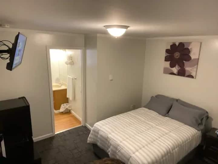 1 Dbl Bed at Halifax Inn-Pet Frndly *updated* Room