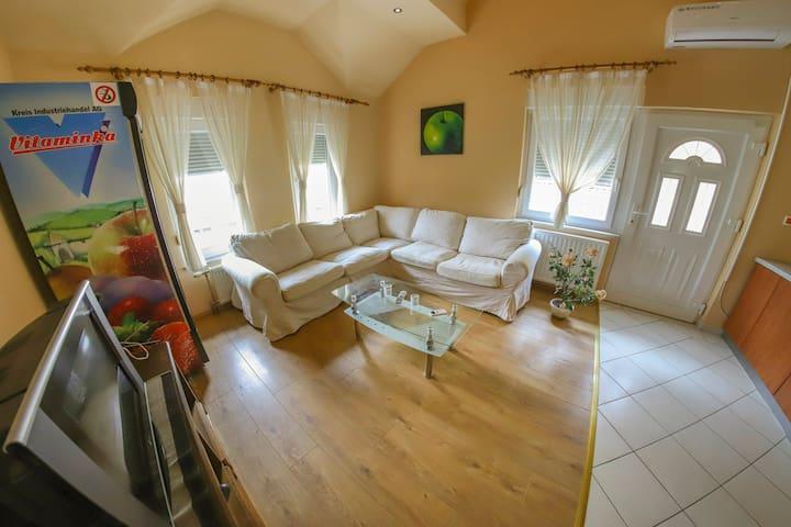 Apartments Crvena jabuka 5