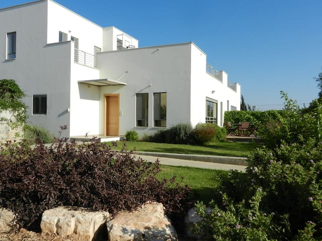 Convenient country house in the center of Israel - Kvutzat Shiller - Huis