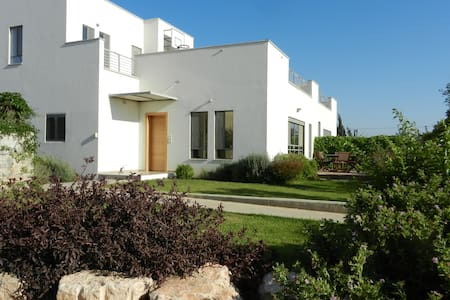 Convenient country house in the center of Israel - Kvutzat Shiller - บ้าน