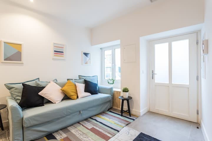 The apartment has lots of light both in the front and back of the building. For extra privacy there are blinds on all the windows. But mostly people enjoy leaving them open to soak up the atmosphere of a traditional Lisbon neighbourhood.