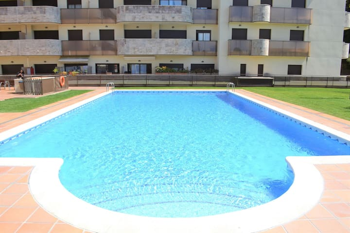 Apartment 300 meters from the beach with pool