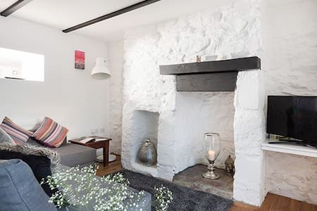 Mulberry Cottage, Hayle, Cornwall. TR27 5JD