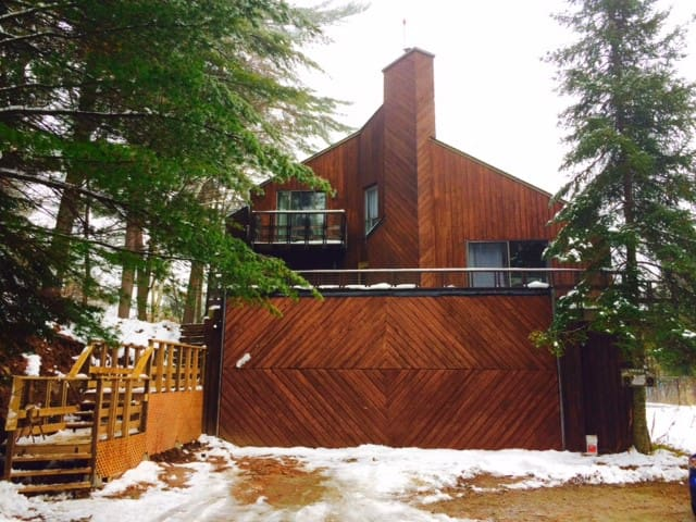 Private Large Country Home Near Ski Hill - Wakefield - House