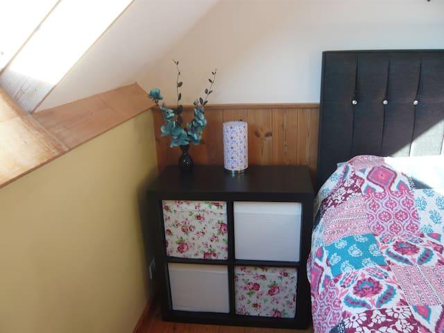 Character rural 2 bedroom loft near Pembroke. - Hundleton - Hus