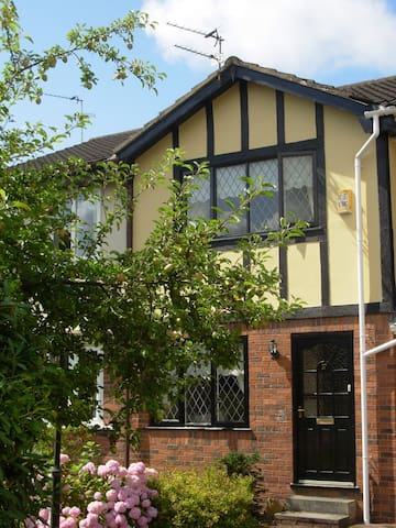 Lytham Holiday Cottage Too  with Parking