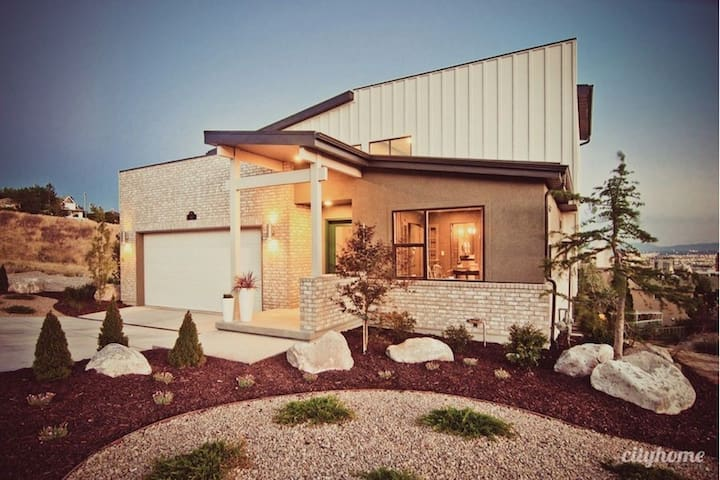 4BR Modrn Home 1.2 mi from Conv Ctr - Salt Lake City - Casa