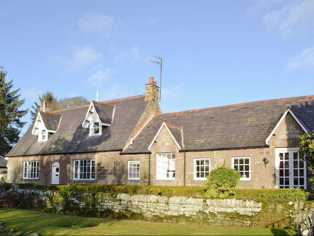 3 Bedroom Cottage @ Smithy House