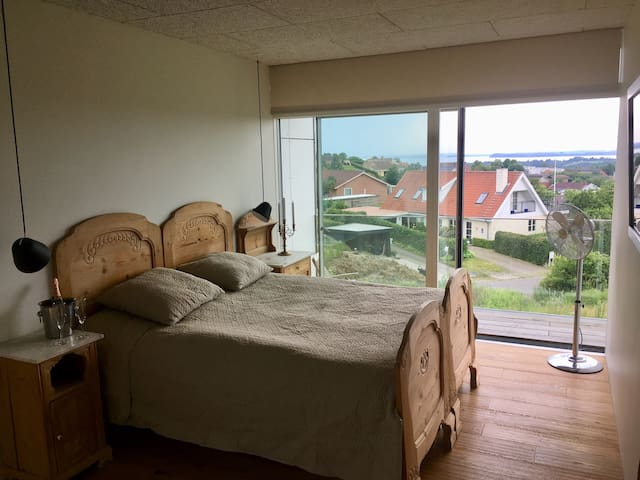 1. Sals lejlighed med panoramaudsigt nær Aarhus