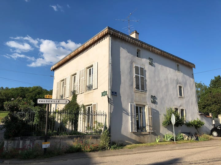 La Fourmi Home, a cosy place, close to the Château