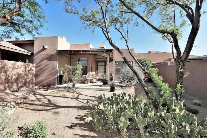AFFLUENCE ABOUNDS ~ FOOTHILLS CONDO ~  SLEEPS 6