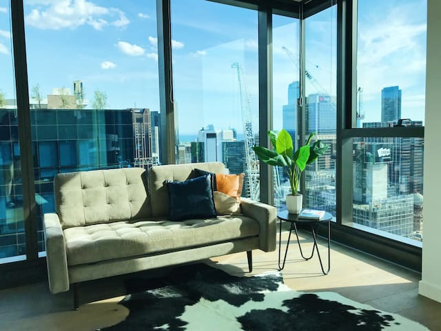 Living by the Clouds - 1BR Apt @ Melb Central #1