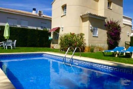 ¡Villa con piscina privada WIFI ! - Oliva