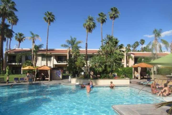 PALM SPRINGS VILLA VIP RESORT POOL / SPA the BEST!