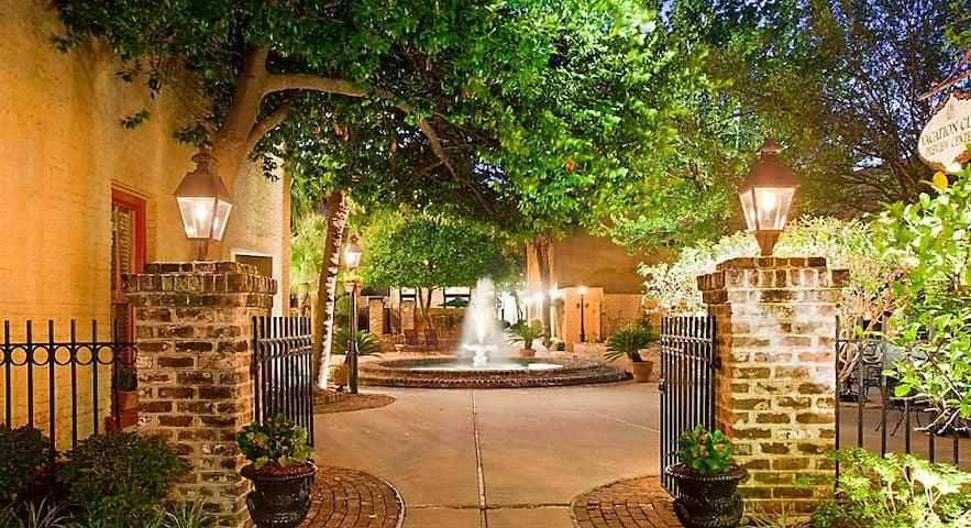 Downtown Charleston - The Lodge Alley Inn