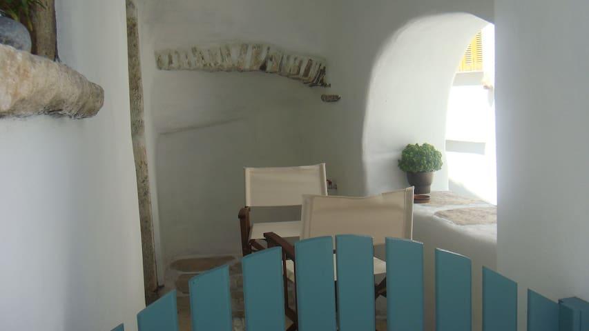 Παλιό κελάρι  σε πέτρινο σπίτι - Ano Potamia - Ziemianka