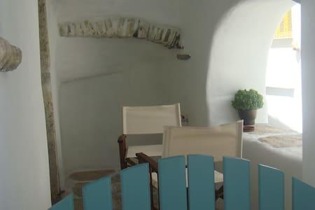 Παλιό κελάρι  σε πέτρινο σπίτι - Jordhus