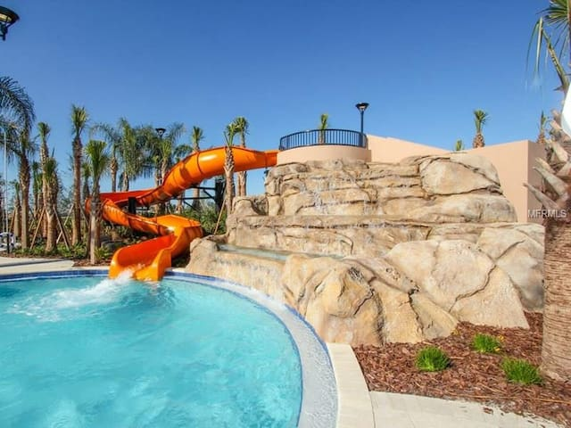 Superb Family Pool Home!  10 Bedrooms 8 Bathrooms