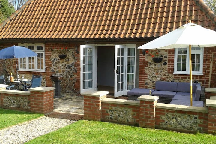 Cosy rural cottage, 3 miles from Framlingham.