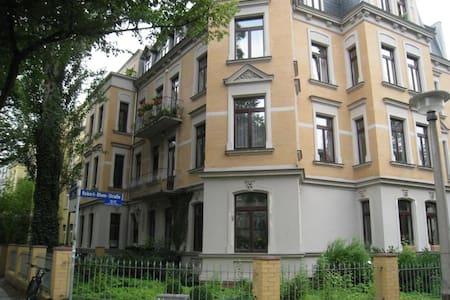 Zimmer im schönen Paulusviertel - Halle (Saale) - Квартира