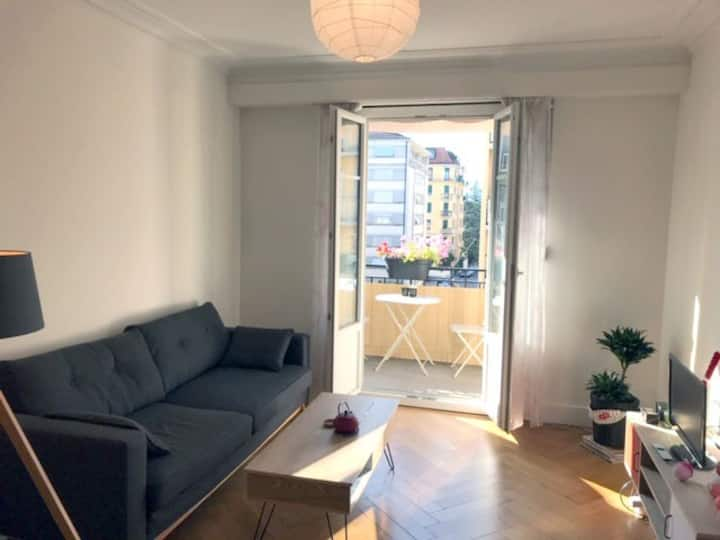Bright, spacious 1 bedroom flat in ideal location