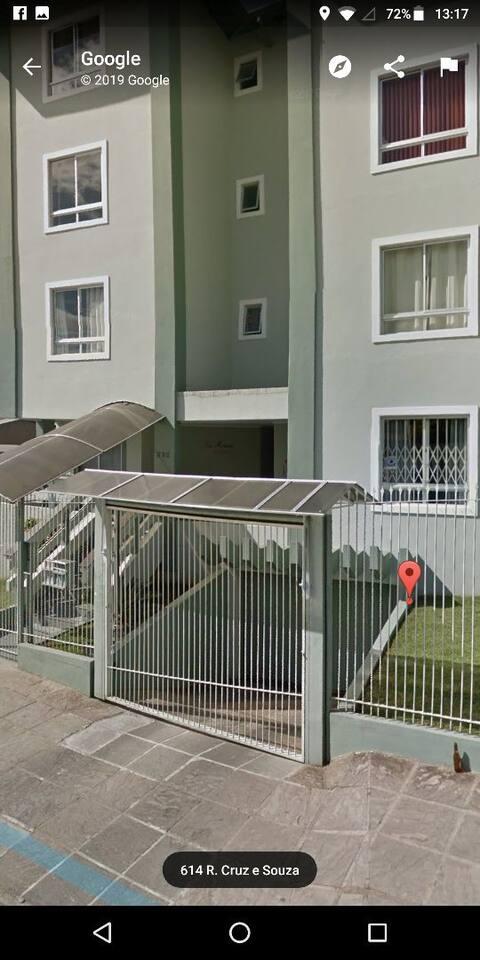Apartamento no térreo confortável, com garagem....