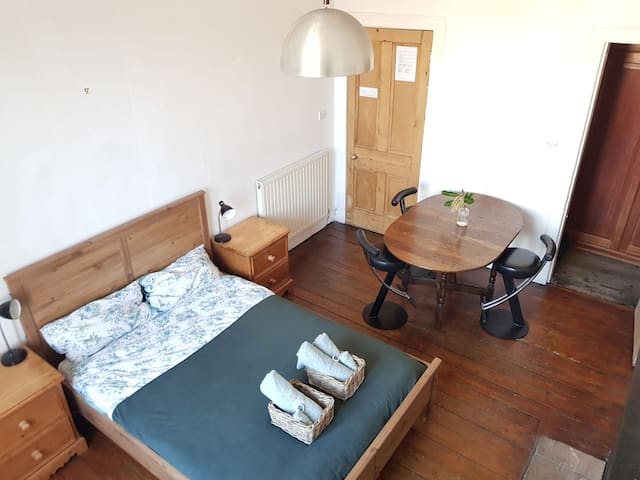 Central Beautiful Large Double Room Royal Mile