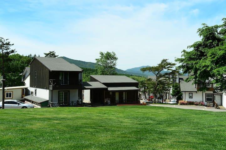 양떼목장에서 가장 가까운 예쁜 가족펜션 / 휴양과 재충전의 베이스캠프 [ 2인실]