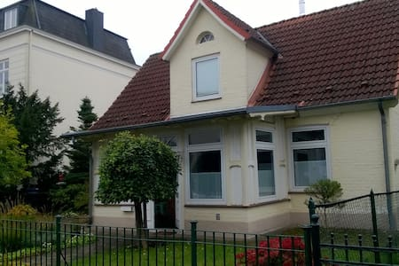 Historisches Haus am Stadtpark mit privatem Bad - House