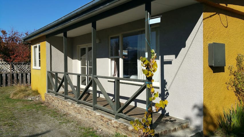 Traditional Kiwi Bach/Holiday Home - Albert Town - Casa