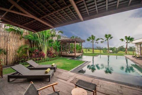 Luxurious 4BR villa in lush Ubud countryside
