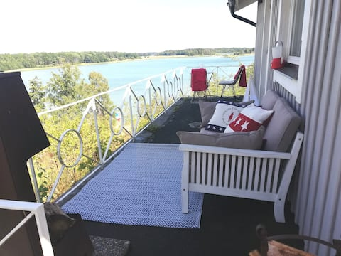 Cottage in New Englandstyle with sea wiew