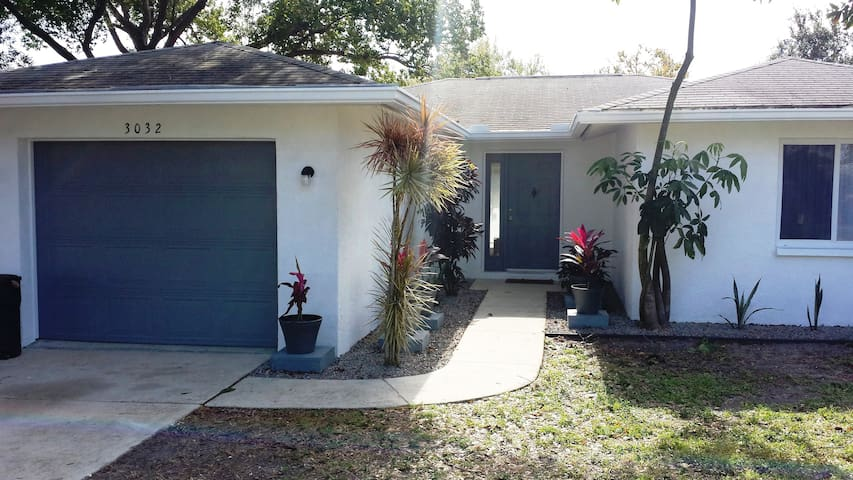 Newly Remodeled 3BR/2BA House Near Downtown