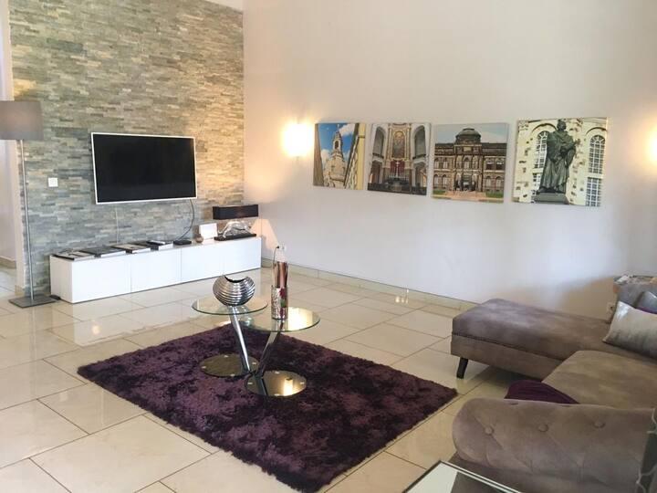 Ahenfie Villa: Luxury 3BR Home in Affluent Spintex