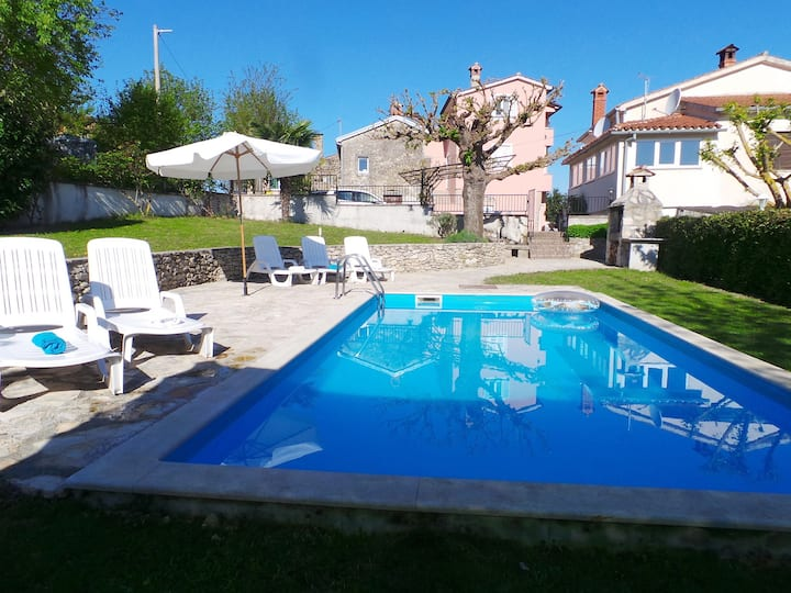 House for 8+1 pers with pool in Motovun R56738
