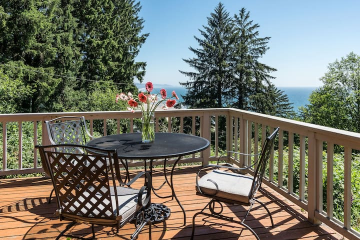 Neah-Kah-Nie Treasure - Serene ocean view, privacy, and hot tub