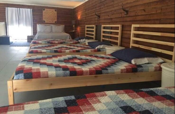 Loft-area sleeping area - 4 twins, 1 double