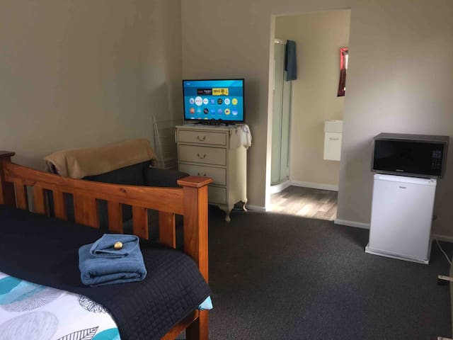 Separate Warm Private Room with Ensuite+Breakfast