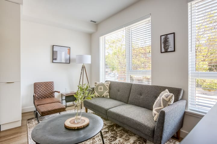 Pet-Friendly 2BR in Temescal with Parking