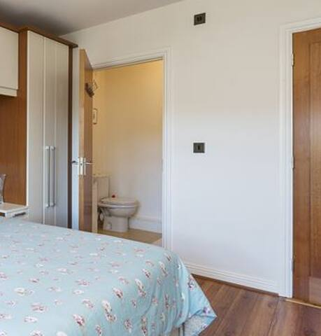Ensuite Bedroom - Dublin - Apartamento