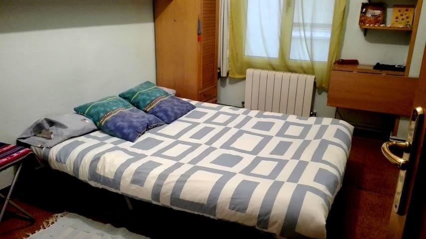 Una habitación para descansar en el camino a....