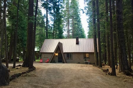 Charming Cabin in the Woods, near Lassen Park