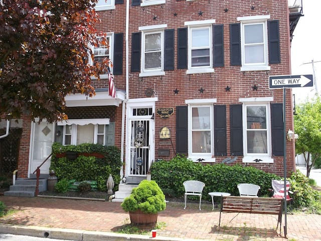 Historic Magnolia House,  our Apartment sleeps 6 - West Chester - Pis