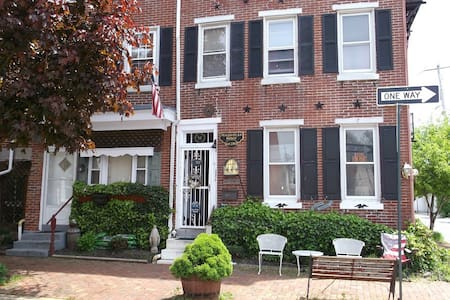 Historic Magnolia House,  our Apartment sleeps 6 - West Chester