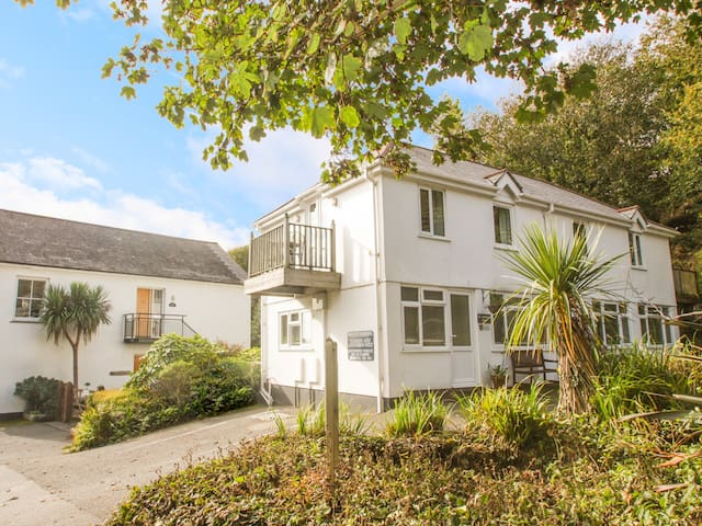 TATER-DU, pet friendly, with a garden in Porthcurno, Ref 963609