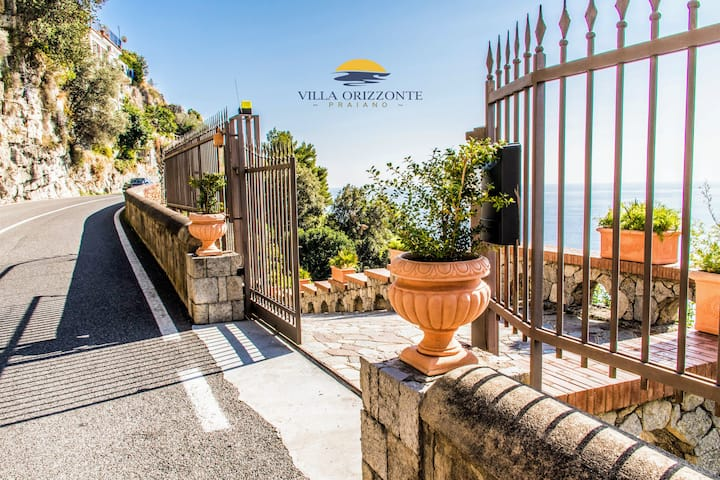 Villa Orizzonte (private parking and pool)