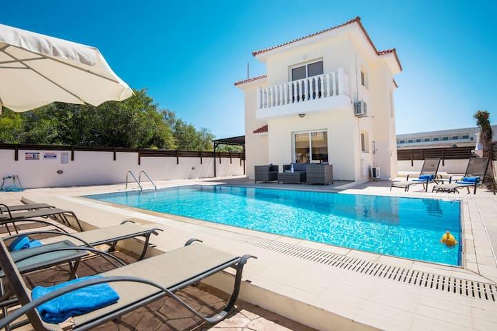 Villa Nissi Crystal 5 min from Nissi Beach