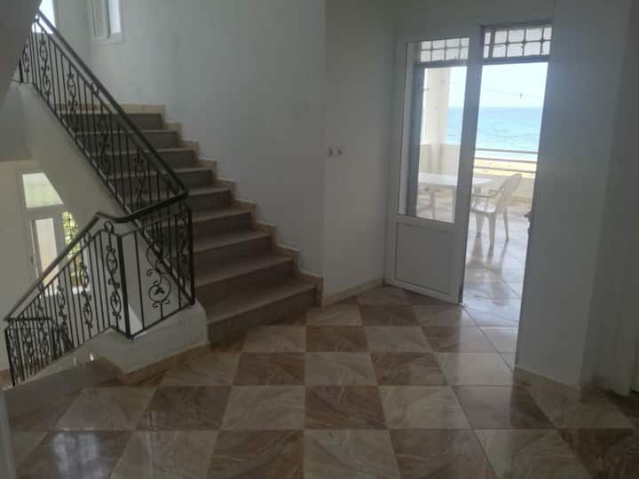 Nouvelle villa pieds dans l'eau à Azzefoune