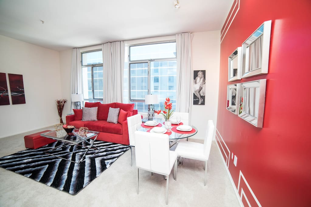 GORGEOUS STYLISH 1 BEDROOM APARTMENT + 1 QUEEN SIZE BED + PULL OUT SOFA +  AIR MATTRESS + FREE WIFE + FREE PARKING + FREE NETFLIX + POOL + JACUZZI + TOILETRIES ETC with an INCREDIBLE VIEW ON WALK OF FAME!!!