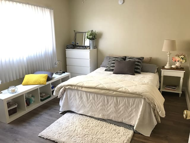 Quite, Clean and Affordable with queen bed - Redondo Beach - Apartemen